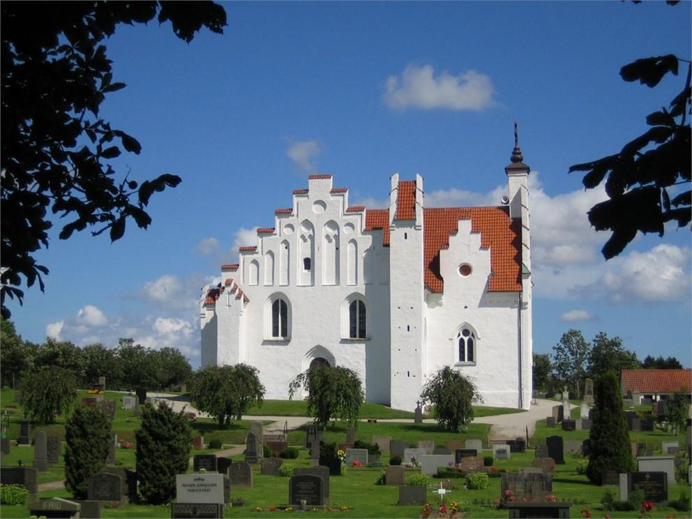 Vacker högt belägen kyrka