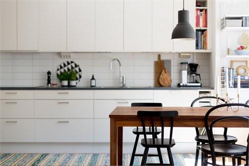 I köket möblerar ni med fördel med större matbord