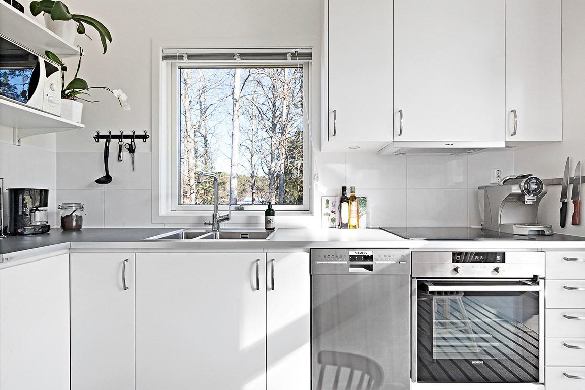 Kök med fönster