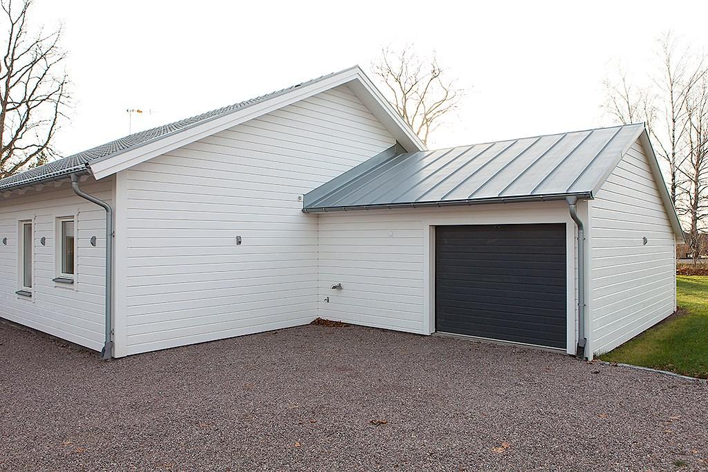 Garage intill huset