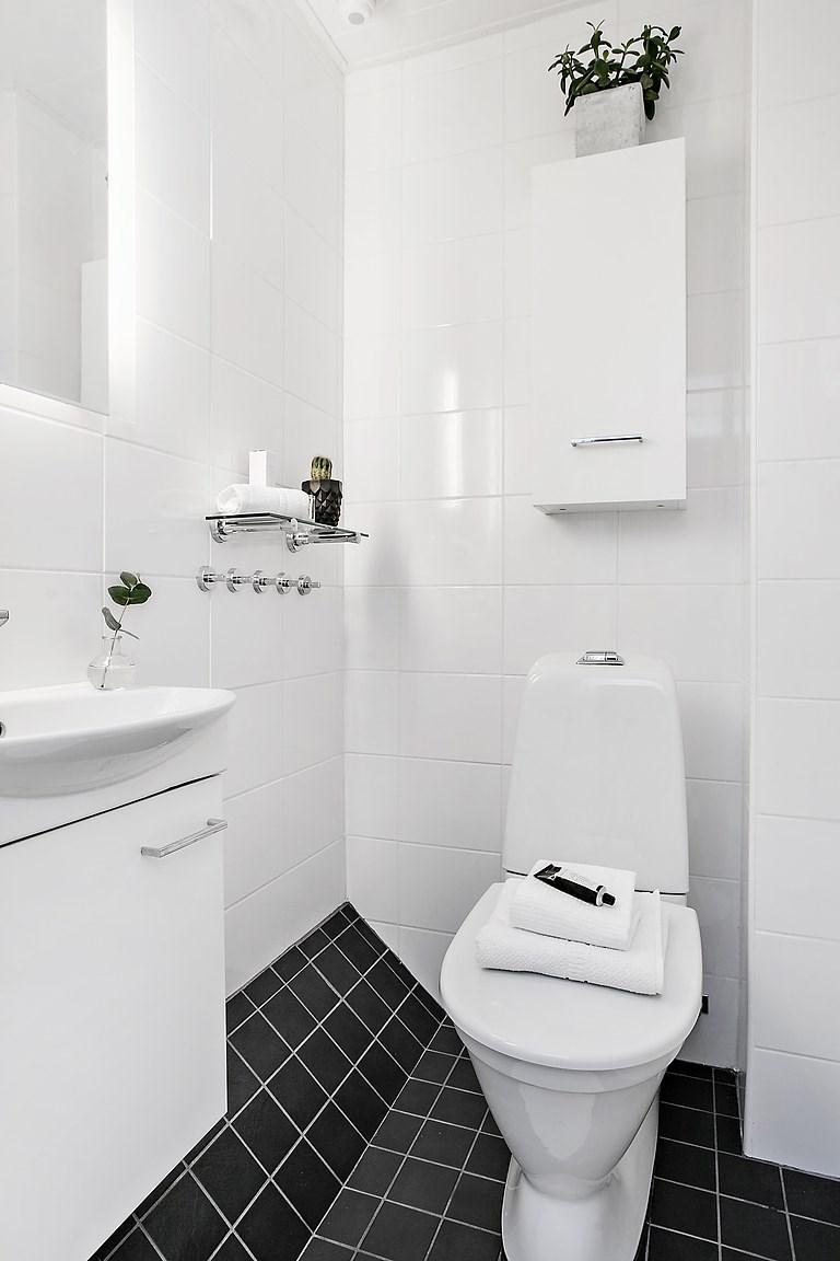 Helkaklad WC på övre plan