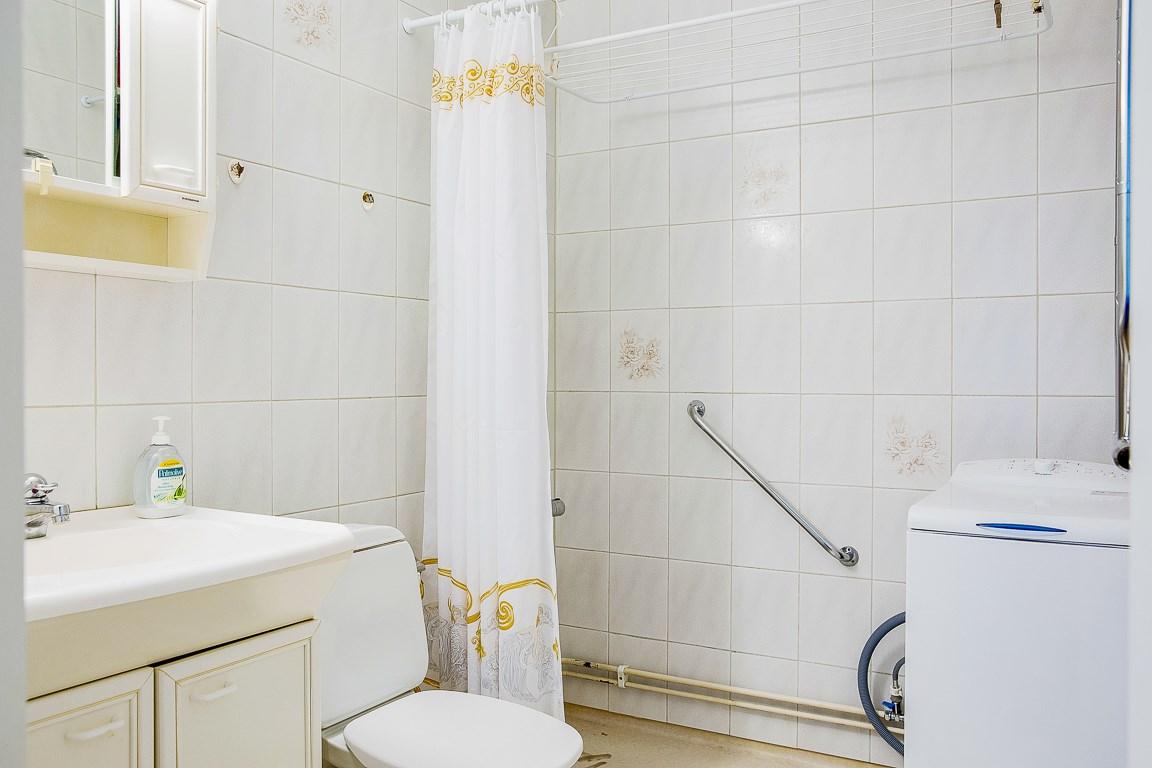 Duschrum med tvättmaskin