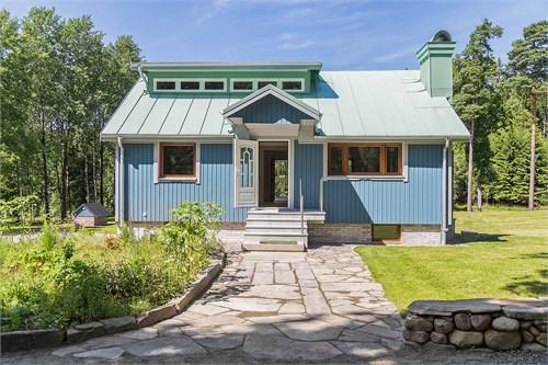 Mycket påkostad nybyggd villa med fritt läge