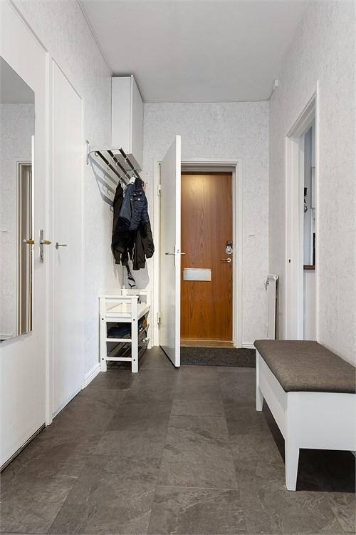 Hall med plats för möbel