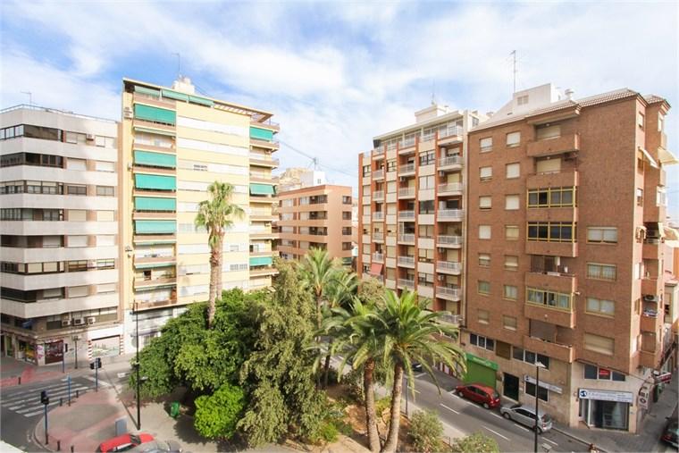 Su agente inmobiliario en en alicante c fastighetsbyr n - Agente inmobiliario barcelona ...