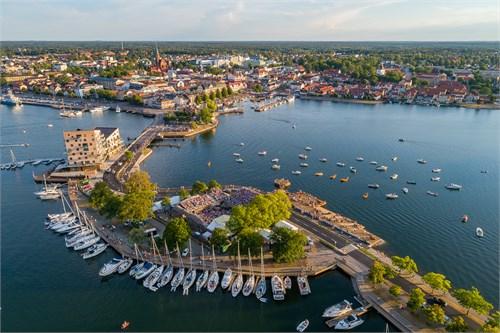 Slottsholmen och ett fullsatt Visfestivalen