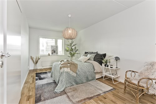 Rymligt sovrum med lugnt läge mot trädgården