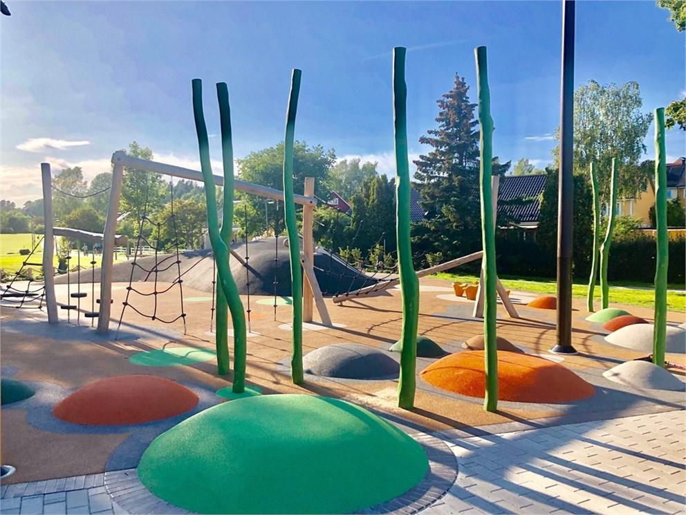 Härlig nybyggd lekplats i området