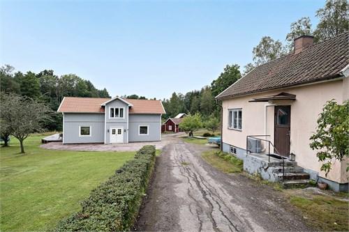 Infart, hus 2 till höger