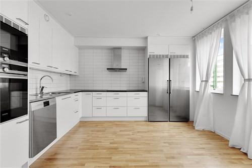 Modernt kök med mycket arbetsytor
