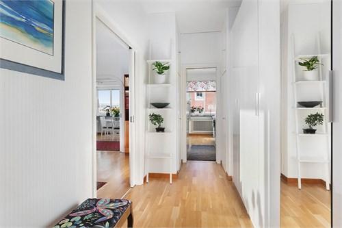 Hall/passage till kök/vardagsrum